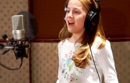 Cô bé 11 tuổi hát được quốc ca... 80 nước