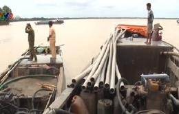 Phạt 76 triệu đồng 3 tàu hút cát trái phép tại Bến Tre