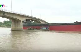 Sẽ giải phóng tàu nghìn tấn đâm nứt toác cầu ở Hải Dương trước 12/3