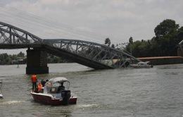 Sà lan đâm sập cầu Ghềnh (Đồng Nai), nhiều người rơi xuống sông