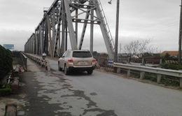 Đề nghị ô tô dưới 7 chỗ được qua cầu Việt Trì