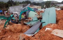 Người dân Khánh Hòa sống trong lo sợ nhà dưới chân núi bị vùi lấp