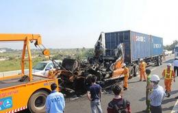 Xe container bốc cháy dữ dội gây ùn tắc kéo dài tại cao tốc Long Thành