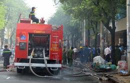 Cháy chợ thực phẩm An Đông, hàng trăm tiểu thương bỏ chạy