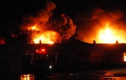 Hà Tĩnh: Cháy lớn tại dãy cửa hàng điện thoại, tạp hóa
