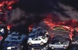 Cháy dữ dội bãi xe phế liệu ở bang California, Mỹ