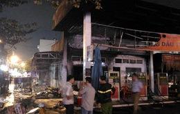 TP.HCM: Cháy dữ dội cây xăng, hơn 40 xe máy bị thiêu rụi