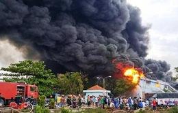 Đã khống chế vụ cháy kho hàng Công ty nệm Vạn Thành