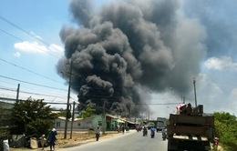 Bình Dương: Công ty sản xuất bao bì chìm trong biển lửa