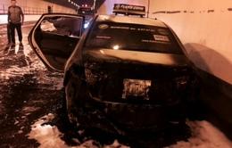 Taxi bất ngờ bốc cháy trong hầm Hải Vân, giao thông tắc nghẽn 80 phút