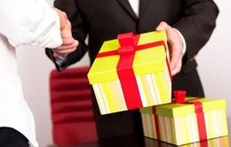 Hà Nội nghiêm cấm cán bộ, công chức tặng quà Tết cấp trên