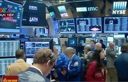 Sắc đỏ bao trùm thị trường chứng khoán toàn cầu