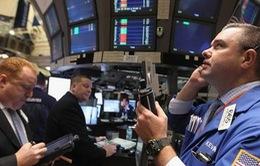 Chứng khoán Mỹ tăng mạnh, S&P 500 chạm mốc cao kỷ lục mới