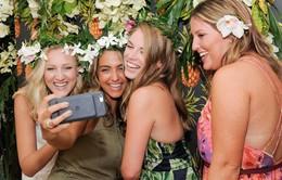 """Chụp ảnh selfie giúp các hãng mỹ phẩm """"ăn nên làm ra"""""""