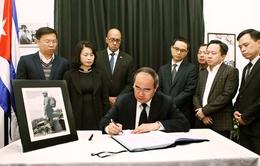 Chủ tịch MTTQ Việt Nam và Bộ trưởng Bộ Công an viếng Lãnh tụ Cuba Fidel Castro