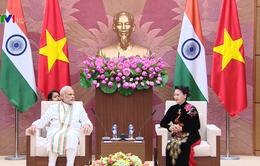 Chủ tịch Quốc hội tiếp Thủ tướng Ấn Độ