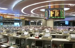Sắc đỏ tràn ngập thị trường chứng khoán Trung Quốc