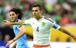 Ẩu đả trên khán đài trong trận Mexico - Uruguay