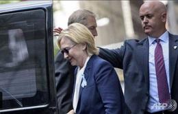 """Ứng cử viên Hillary Clinton rời lễ tưởng niệm 11/9 vì bị """"quá nóng"""""""