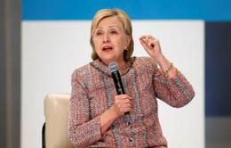 Ứng viên Hillary Clinton hứa hẹn cấp thẻ xanh cho du học sinh