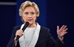 FBI mở rộng điều tra bê bối email của bà Clinton gây phản ứng trái chiều
