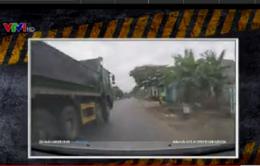 Xe tải vượt ẩu, cố tình gây nguy hiểm cho xe khác cùng lưu thông