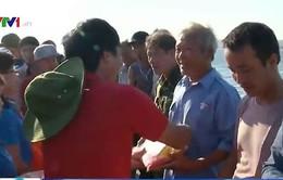 Trao tặng 500 lá cờ Tổ quốc cho ngư dân đảo Cô Tô