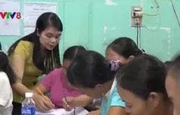 Cô giáo mầm non dạy chữ miễn phí cho bà con vùng biển