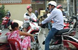 """Cò vé """"quậy tung"""" ga Sài Gòn"""