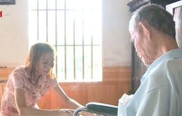 Thương cảnh con ung thư chăm cha bại liệt