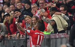 Thấy trò selfie ấn tượng, Ancelotti cũng muốn... nhập hội