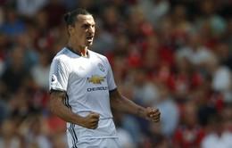 Ibrahimovic ở lại Man United thêm một mùa nữa