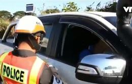 Gắn camera trên mũ cảnh sát Thái Lan
