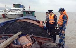 Bắt giữ tàu vận chuyển hơn 1.000 tấn than bất hợp pháp