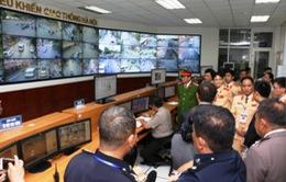 CSGT ASEAN thăm trung tâm điều khiển giao thông Hà Nội