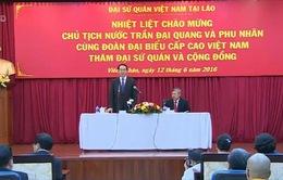 Chủ tịch nước gặp gỡ cộng đồng người Việt Nam tại Lào