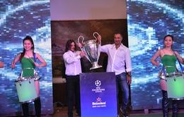 Người hâm mộ Việt Nam sôi động chào đón Cúp UEFA Champions League
