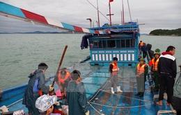 Bình Thuận: Cứu hộ thành công 10 thuyền viên gặp nạn trên biển