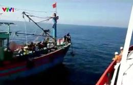 Cứu nạn 18 ngư dân tàu NA 93362 TS trên biển Nghệ An