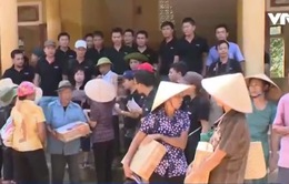 Hội Chữ thập đỏ Việt Nam cứu trợ người dân vùng lũ Hà Tĩnh