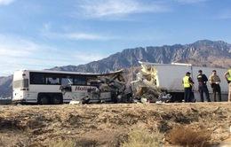 Mỹ: Xe bus đâm xe tải đầu kéo, ít nhất 13 người thiệt mạng