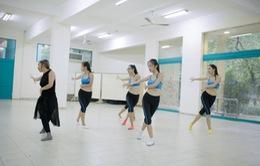 Hoa khôi áo dài Việt Nam: Thí sinh ráo riết tập luyện chuẩn bị cho phần thi tài năng