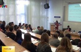 Giới thiệu về Việt Nam với sinh viên ngoại giao Slovakia