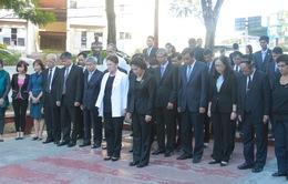 Chủ tịch Quốc hội đặt vòng hoa tại tượng đài Hồ Chí Minh ở Cuba