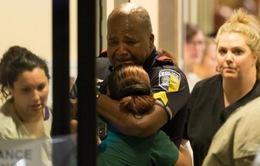 Xúc động những bé gái quyên tiền cho gia đình cảnh sát thiệt mạng tại Dallas