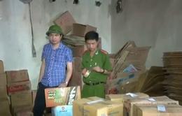 Nghệ An: Bắt quả tang cơ sở sản xuất dấm gạo bằng axit với nước lã