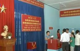 Cử tri các tỉnh miền Trung hăng hái thực hiện trách nhiệm công dân