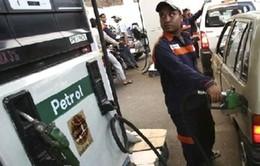 Giá dầu tại Ấn Độ chính thức rẻ hơn nước khoáng