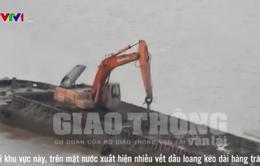Hà Nội: Xác minh thông tin đổ hợp chất nghi là chất thải xuống sông Hồng