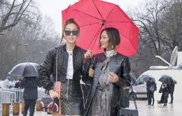 Bất chấp mưa gió, các tín đồ thời trang vẫn đổ xô tới Paris